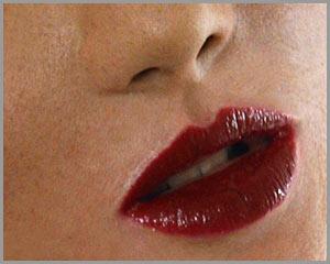 Mund und Lippen der Frauenmaske Liza